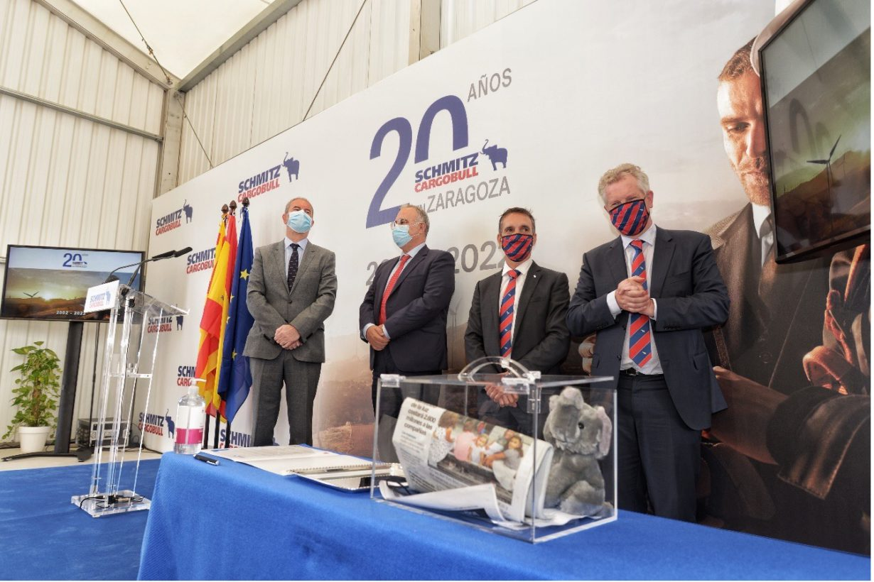 Schmitz Cargobull Ibérica pone la primera piedra de su nueva planta en Figueruelas